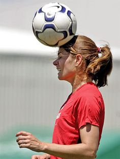 SOCCER CHAMPION She scored more international goals than any other soccer player, and led a generation of adolescent girls to change their minds about sports. Cristiano Ronaldo Manchester, Cristiano Ronaldo Lionel Messi, Fc Barcelona Neymar, Barcelona Soccer, Soccer Workouts, Soccer Tips, Mia Hamm, Soccer Girl Problems, Manchester United Soccer