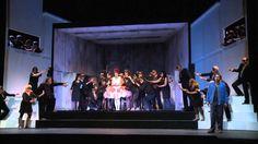 La Traviata  Oper von Giuseppe Verdi am Konzert Theater Bern- Premiere 17. November 2013 Ich sehne mich nach neuen grossartigen schönen abwechslungsreichen kühnen Stoffen. Als Giuseppe Verdi 1852 zusammen mit seiner Lebensgefährtin Giuseppina Strepponi das Schauspiel Die Kameliendame von Alexandre Dumas (Sohn) in Paris sah wurde ihm schlagartig klar ein solches Sujet gefunden zu haben. Die Dramatisierung des 1848 erschienenen Romans erzählt in Rückblenden die halbbiographische Romanze…