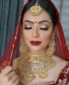 Make-Up Braut Brautschmuck Gold Indische Lynne Makeup Schmuck Seawells und World Indische Braut Make-up und Schmuck. Braut Make-up # Braut # Braut Make-up Lynne Seawells World Pakistani Bridal Makeup Red, Asian Bridal Makeup, Indian Wedding Makeup, Indian Bridal Outfits, Indian Bridal Lehenga, Wedding Makeup Looks, Bridal Looks, Indian Makeup Looks, Wedding Bridal Makeup