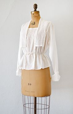 antique Edwardian batiste shirtwaist - Click Image to Close Gamine Style, Soft Gamine, Vintage Inspired Outfits, Vintage Outfits, Vintage Fashion, Vintage Clothing Online, Online Clothing Stores, English Country Fashion, 1914 Fashion