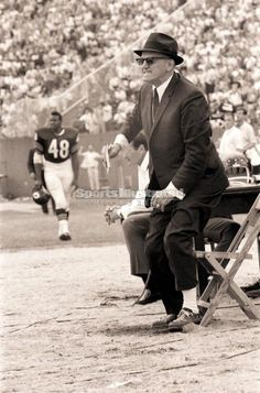 f2f65518d77 1967-12-15 George Halas coaches 497th and last game