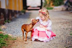 fotos_criança_quiriri_ensaio_família_frida_flores_alemanha_casa típica alemã_cachorro_fotografia_book_joinville_campo_jardim_0025