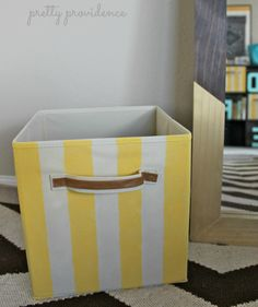 give your plain storage bins a quick makeover with a little bit of paint! candy striped bins DIY - Easy Diy Home Decor Diy Furniture Projects, Diy Projects, Furniture Design, Do It Yourself Organization, Pool Organization, Living Room Color Schemes, Wooden Bathroom, Diy Vanity, Storage Bins