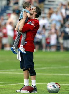 Tom Brady plays with his son Jack at Patriots training camp