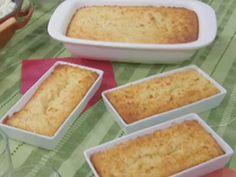 Bolo de mandioca - Carole Crema Carole Crema, Sweet Recipes, Cake Recipes, Cornbread, Favorite Recipes, Ethnic Recipes, Brownies, Foods, Cakes