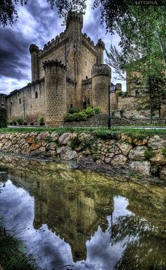 Reflejo, Castillo de Sajazarra Rioja Spain by Iñaki Couceiro