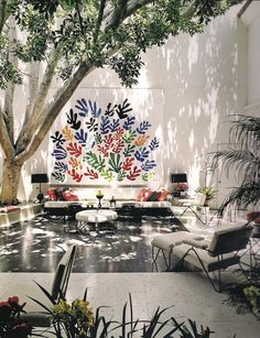 I like the mural idea and the seating next to it. Could make the mural out of family hand prints. Francis Brodi House, with Henri Matisse ceramic mural. Outdoor Rooms, Outdoor Gardens, Outdoor Living, Outdoor Decor, Outdoor Art, Indoor Outdoor, Outdoor Lounge, Indoor Garden, Indoor Trees