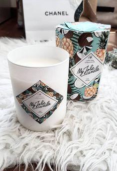 Un bijou caché dans la cire de chaque bougie ! Comme @marsida.gogoli, craquez pour le parfum de la Piña Colada, LE hit cocktails ! Le plus ? Dans chaque bougie se trouve un sublime bijou serti de cristaux Swarovski©. Plaqué or, plaqué or rose, argent… Le top de l'idée cadeau pour toutes les occasions ! And for English people : #pina #colada #home #bedroom #decoration #woman #girl #room #ideas #living #modern #kitchen #house #jewel #scented #design #recipe #apero #candle Bougie Yankee Candle, Candels, Pina Colada, Wax Melts, Or Rose, Incense, Macbook, Projects To Try, Mugs
