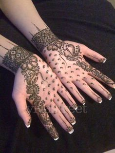 I enjoy looking at hena designs... but I would love to have them as well! This one is beautiful!