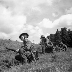 Home Guard soldiers advance warily during an exercise near Exeter, 10 August 1941