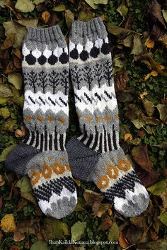 Crochet Socks, Knitting Socks, Knit Crochet, Knitting Projects, Knitting Patterns, Wool Socks, Fair Isle Knitting, Crochet Chart, Clothing Patterns