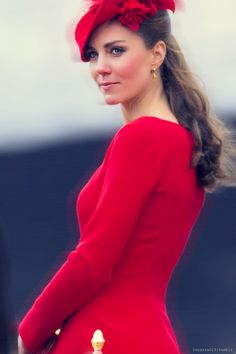 Stunning. Simply radiant in red.♥