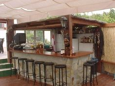 With 45 wooden pallets as inspiration, your dream of having a bar at home or in your garden can quickly become a reality! Build your own bar and relax with family and friends to enjoy a delicious drink or cocktail. Build Your Own Bar, Pallet Furniture, Outdoor Furniture, Bbq Bar, Garden Bar, Wooden Pallets, Liquor Cabinet, Awesome, Kitchen Bars