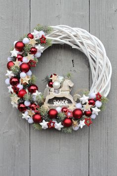 68 Amazing Holiday Wreaths for your Front Door - Happily Ever After, Etc. wreaths 68 Amazing Holiday Wreaths for your Front Door - Happily Ever After, Etc. Noel Christmas, Rustic Christmas, Simple Christmas, Christmas Ornaments, Christmas Design, Christmas Porch, Homemade Christmas, Polish Christmas, Christmas Island