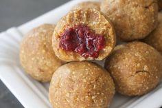 PB & J balls New Recipes, Snack Recipes, Snacks, Meals For Three, A Food, Good Food, Peanut Butter Balls, Protein Ball, Energy Bites