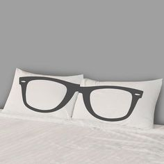 Spectacled Pillows for Spectacled Marketers #score