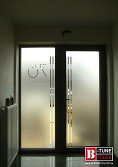 Raamfolie, voordeur en zijlicht. Extra privacy, met een mooi design