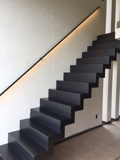 Home Stairs Design, Home Room Design, House Design, Showroom Interior Design, Interior Stairs, Stairway Lighting, Black Stairs, Beautiful Stairs, Stairs Architecture
