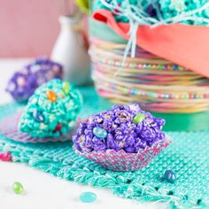 Popcorn Easter Eggs: Colorful popcorn easter eggs are not only nice to look at but also quite tasty!