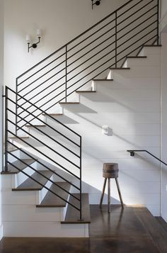 Dreamy remodel of a contemporary rural home in California wine country This contemporary rural home was designed by Wade Design Architects in collaboration with Jennifer Robin Interiors, located in St. Helena, a city in Napa County, California. Modern Staircase Railing, Modern Stair Railing, Stair Railing Design, Metal Stairs, Metal Railings, Staircase Ideas, Staircases, Metal Handrails For Stairs, Rod Iron Railing
