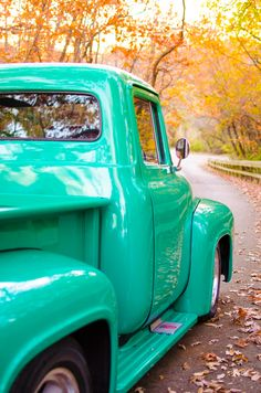 A 1950s inspired picnic engagement session in a teal pickup truck!