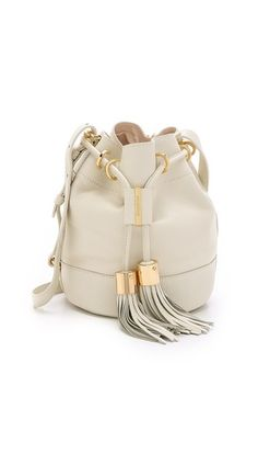Tipos de bolsos - moda - bag - fashion * bucket bag - Blog Pitacos e Achados - Acesse: https://pitacoseachados.wordpress.com – https://www.facebook.com/pitacoseachados – https://plus.google.com/+PitacosAchados-dicas-e-pitacos https://www.h2h.com.br/conselheirapitacosachados #pitacoseachados