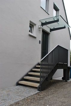 Railing outside staircase Staircase Outdoor, Staircase Railings, Outside Stairs, External Staircase, Sloped Backyard, Porch Steps, Porche, Door Canopy, Stairs Architecture