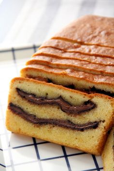 Nutella Pound Cake - Cakes, Pancakes, Frostings I learn Nutella Pound Cake from my next door neighbor in America. This is one of the best cake I love to eat, my kid's also love the piece of Nutella Pound Cake. Pound Cake Recipes, Easy Cake Recipes, Sweet Recipes, Baking Recipes, Dessert Recipes, Asian Recipes, Easy Delicious Recipes, Delicious Desserts, Yummy Food