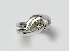 bague or blanc et diamant poire création ilithé