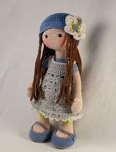 Please note: This listing is for a CROCHET PATTERN to make the pictured doll and NOT FOR A FINISHED ITEM This pattern is availabe in English, Dutch, French, Spanish and German language. This listing is for an extensive PDF file which contains full instructions for crocheting and finishing off the doll LILLY. The file is approx. 15 pages long and contains a lot of detailed step-by-step photographs along with full pattern instructions and tips for crocheting, jointing and finishing neatly…