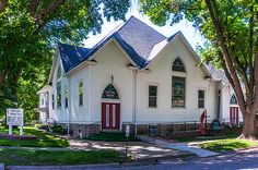 This United Methodist Church is located just off the main street on a nice shady lot. It gives the people leaving the service a great opportunity to chat with their neighbors to find out if Sally had given birth yet or how the new team of horses are doing for Tom.