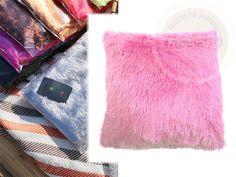 Poszewki włochate na poduszki w kolorze różowym