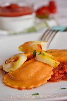 Mezzelune al pomodoro con sorpresa di calamari allo zafferano