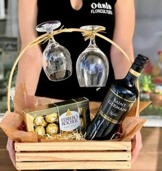 Simple Gifts, Love Gifts, Gin And Tonic Gifts, Fundraiser Baskets, Flower Box Gift, Little Presents, Valentines Day Date, Mini Craft, Chocolate Bouquet