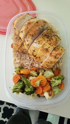 Chicken brown rice and roasted vegetables. chicken brown rice and roasted vegetables healthy lunch ideas Lunch Meal Prep, Healthy Meal Prep, Healthy Snacks, Healthy Eating, Keto Meal, Yummy Healthy Food, Healthy Lunch Ideas, Diet Snacks, Healthy Weight