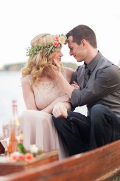 Elegant engagement ideas for lakeside session. #engagements #elegant #weddingchicks Captured By: Holeigh V Photography ---> http://www.weddingchicks.com/2014/04/25/table-for-two-romantic-engagement/