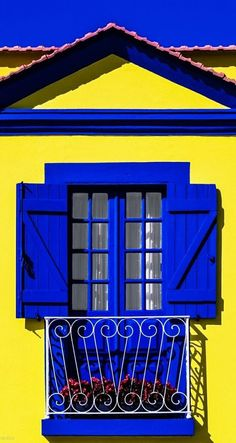 Blue & Yellow of Aveiro, Portugal Exterior Paint, Interior And Exterior, Blue Rooms, House Painting, Stairways, Windows And Doors, House Colors, Blue Yellow, Beautiful Places