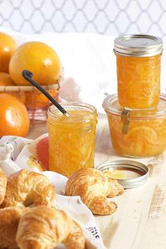 Super easy Orange Marmalade recipe has a hint of vanilla for the BEST spread ever. Perfect for breakfast, brunch or stirring into savory sauces! Jelly Recipes, Jam Recipes, Canning Recipes, Drink Recipes, Recipies, Orange Marmalade Recipe, Marmalade Jam, Satsuma Recipes, Marmalade