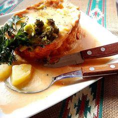 バケットを少しくりぬいて 固めのクリームスープを流し込み チーズを乗せてこんがり焼き、ゆるくしたクリームスープをたっぷりかけて頂きます ( ˘ ³˘)♥ - 146件のもぐもぐ - ヒタヒタバケット ♥  野菜のクリームスープで♪ by 0614yu