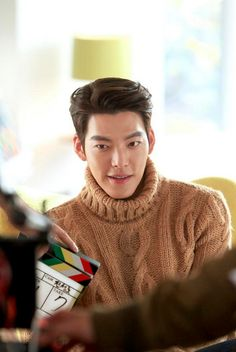 Kim Woo Bin sizzles with Go Ara in stills for new Domino's commercial