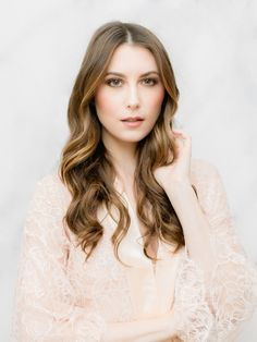 Pretty hair tricks for Valentines's Day! Photography : You Look Lovely Photography Read More on SMP: http://www.stylemepretty.com/little-black-book-blog/2017/02/14/valentines-day-makeup-tutorial-chocolate-smokey-eye/