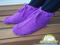 Criação Exclusiva! Veja como é super fácil você tricotar suas próprias pantufas! Aprenda com nossa vídeo aula!  - Duração 20:18.