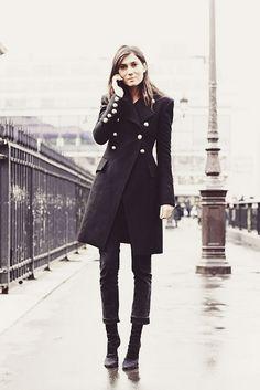 Vogue paris fashion director, emmanuelle alt in a hot classic military coat Fashion Mode, Look Fashion, Girl Fashion, Winter Fashion, Net Fashion, Paris Fashion, Fashion 2018, Street Fashion, Style Work