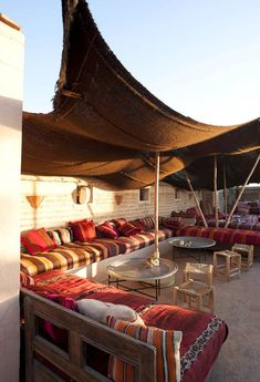 Rooftop terrace of the Riad el Fenn hotel in Marrakech Floor Seating, Outdoor Seating, Outdoor Spaces, Outdoor Living, Outdoor Decor, Outdoor Kitchens, Moroccan Design, Moroccan Decor, Moroccan Style