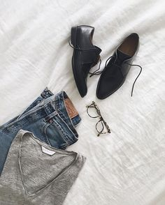 So you purchased the Modern Oxford. Smart move. Show us how you're styling them. 1. Take a photo with your Modern Oxford. 2. Post it on Instagram. 3. Tag #Everlane and #ThisIsSmart. - Here's a little inspiration from our friend @lindseyalouie.