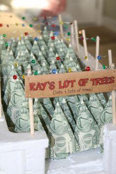 Geldgeschenke zu Weihnachten - Tannenbäume falten und ein Geschäft imitieren