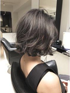 Iu Short Hair, Short Hair With Layers, Short Hair Cuts, Grey Hair Korean, Korean Short Hair, Medium Permed Hairstyles, Shoulder Haircut, Gray Hair Highlights, Honey Brown Hair
