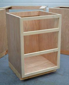 Maak je eigen keukenkast(en). Voor meer info, tekening en stap voor stap omschrijving zie de site: ana-white dot com en zoek op kitchen base cabinets 101.
