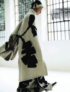 Soft Skills - Quinta Witzel by Jacob Sadrak & Carol Cruz - Christian Wijnants Knitwear Fashion, Knit Fashion, Womens Fashion, Knitted Cape, Mode Inspiration, Knitting Designs, Mode Style, Coats For Women, Knit Crochet