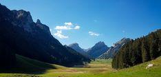 Wanderung zum Sämtisersee – alles Pfütze oder was? Mountains, Nature, Travel, Tags, Road Trip Destinations, Switzerland, Travel Advice, Hiking, Travel Destinations
